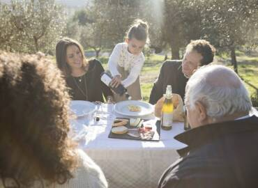 Visita il frantoio e degusta in gruppo